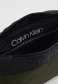 Calvin Klein - NASTRO LOGO WAISTBAG - Saszetka nerka - green - 4