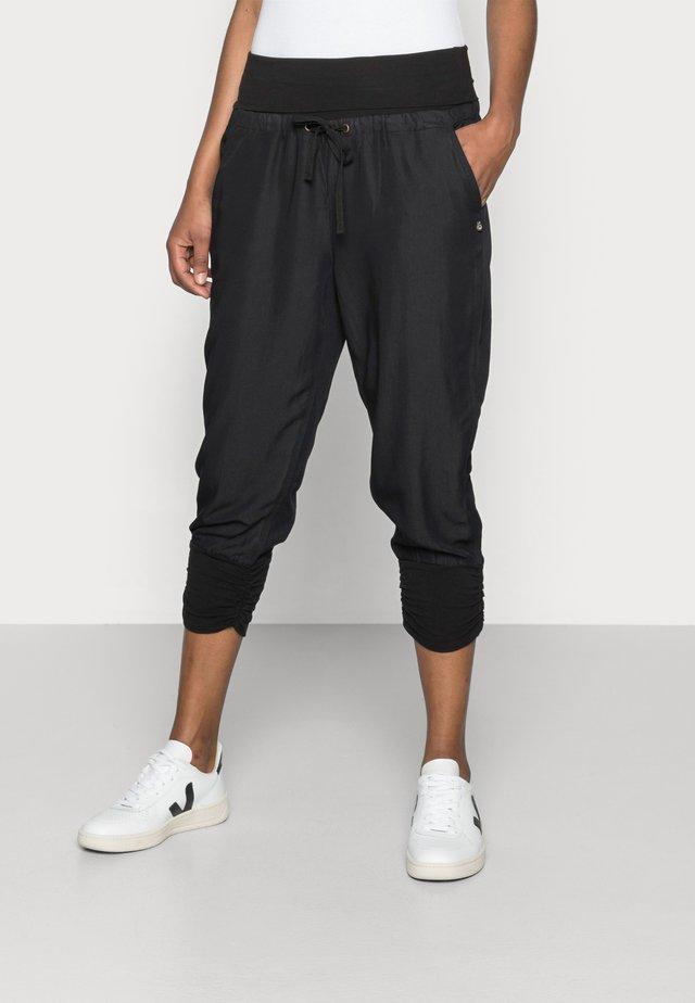 LINE PANTS - Pantalones - solid black