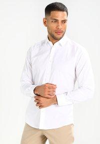 Esprit - SOLIST SLIM FIT - Skjorter - white - 0