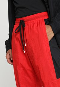 Nike Performance - RETRO PANT  - Træningsbukser - university red/black - 4