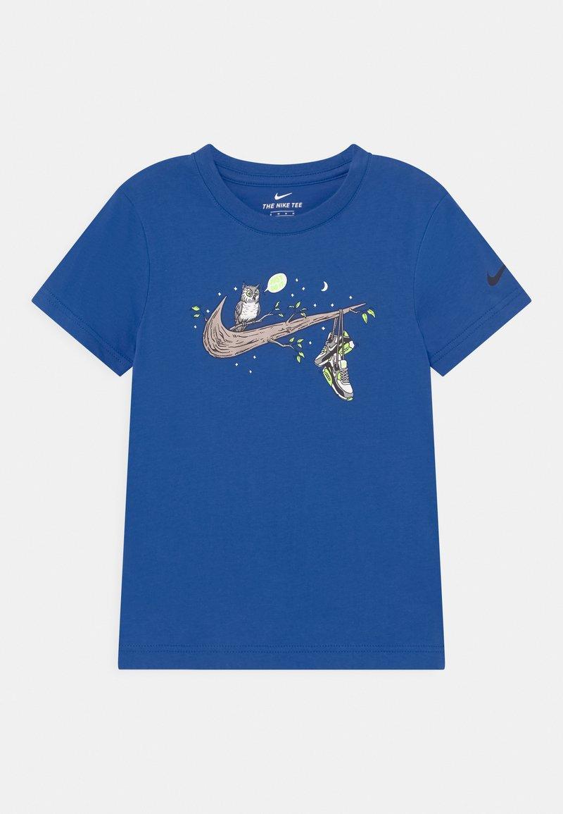 Nike Sportswear - NIGHT GAMES TREE - T-shirts print - game royal