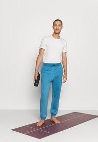 Curare Yogawear - LONG PANTS - Trainingsbroek - light blue - 1