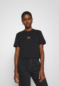 Calvin Klein Jeans - BADGE CROPPED TEE - T-shirt basique - black - 0