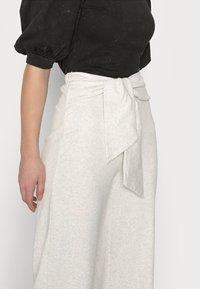 Fashion Union Petite - ALOE TROUSERS - Broek - grey melange - 3