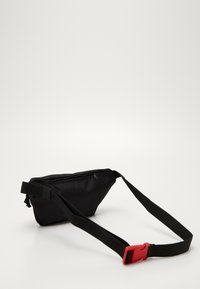 Levi's® - SUPER MARIO BANANA SLING - Sac banane - regular black - 2