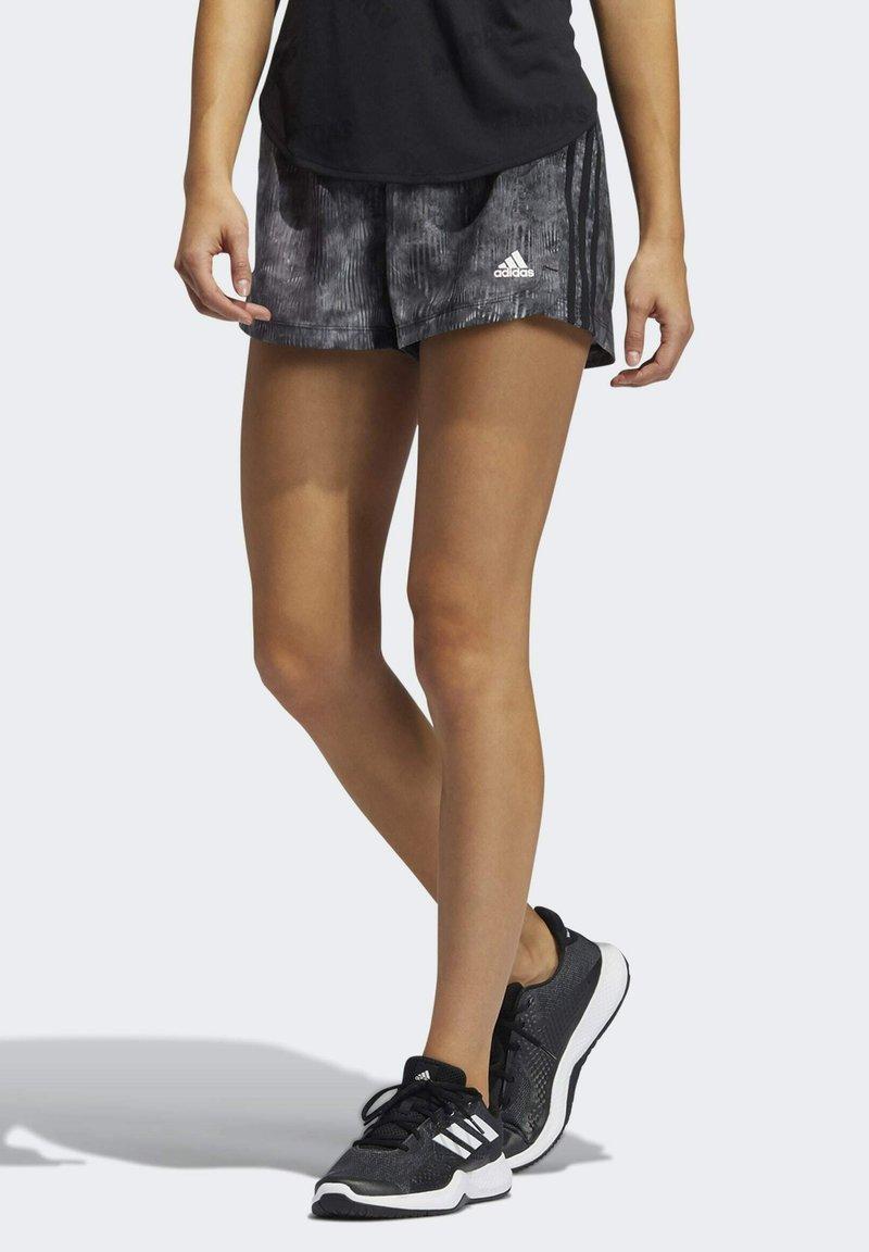 adidas Performance - PACER WOVEN FLORAL SHORTS - Pantaloncini sportivi - black