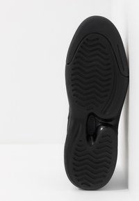 Lacoste - V-ULTRA - Sneakers laag - black - 4