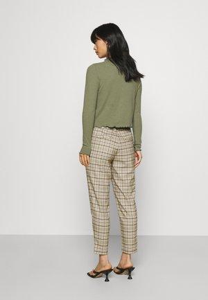 OBJLISA SLIM PANT - Spodnie materiałowe - sandshell/incense