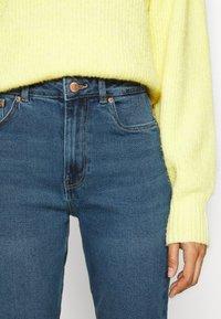 Vero Moda - VMJOANA  MOM ANK - Jeans Tapered Fit - medium blue denim - 3