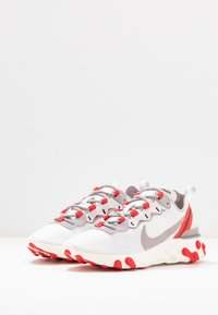 Nike Sportswear - REACT 55 - Tenisky - platinum tint/silver lilac/track red/black/sail - 4
