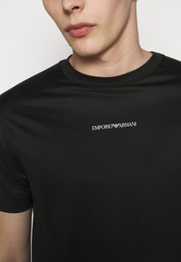 Emporio Armani - EXCLUSIVE  - T-shirt basic - black - 5