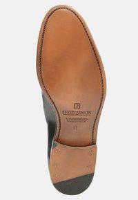 SHOEPASSION - NO. 586 - Smart lace-ups - black - 4