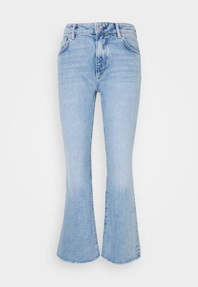 DAISY KICK FLARE - Slim fit jeans - mid indigo