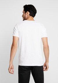 Selected Homme - SLHMORGAN O-NECK TEE - T-paita - bright white - 2