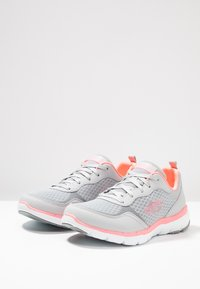 Skechers Sport - FLEX APPEAL 3.0 - Trainers - light gray/hot pink - 3