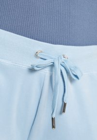 Juicy Couture - NUMERAL TRACK PANTS - Joggebukse - powder blue - 7