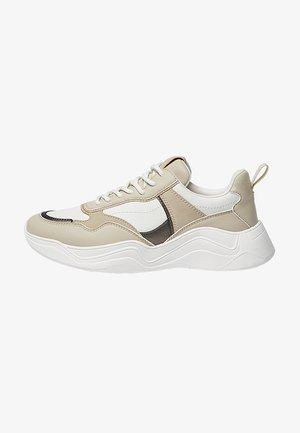 MIT EINSÄTZEN - Sneakers laag - sand