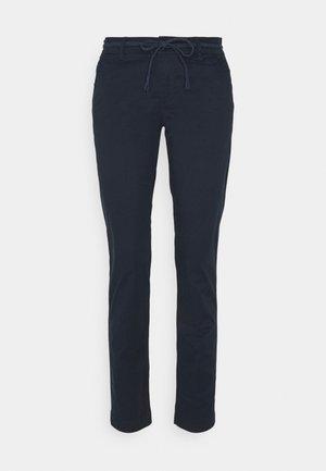 ONLEVELYN ANKLE PANT  - Chino - navy blazer
