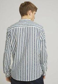 TOM TAILOR DENIM - Shirt - white blue shredded stripe - 2