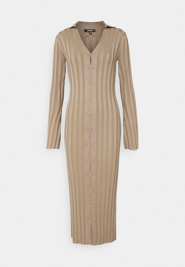 V NECK COLLARED MIDAXI DRESS - Gebreide jurk - stone