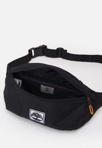Timberland - BUM BAG - Taška spříčným popruhem - black - 2