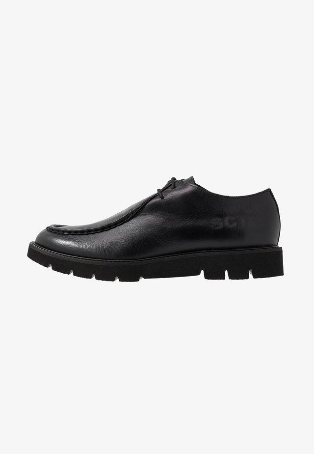 BARLOW APRON DERBY - Zapatos de vestir - black waxy
