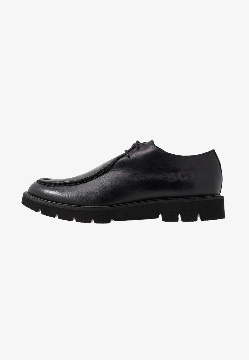 Society - BARLOW APRON DERBY - Šněrovací boty - black waxy