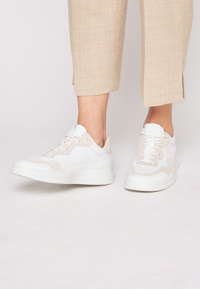 SOFT X - Matalavartiset tennarit - white/shadow white