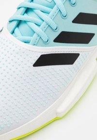 adidas Performance - SOLECOURT PRIMEBLUE - Tennisschoenen voor alle ondergronden - footwear white/core black/solar yellow - 5