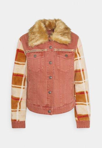 CHAQ CHECKIS - Denim jacket - rosa palido