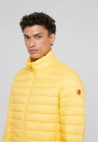 Save the duck - GIGA - Giacca invernale - yellow - 4