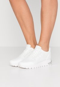 DKNY - MELZ LACE UP  - Trainers - white - 0