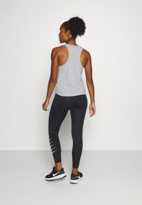 Nike Performance - RUN TANK - Camiseta de deporte - grey fog/black - 2