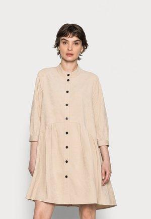 CORINA - Košilové šaty - camel