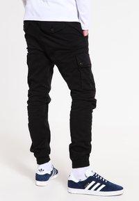 Jack & Jones - JJIPAUL JJWARNER  - Cargo trousers - black - 2