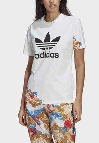 adidas Originals - T-SHIRT - Print T-shirt - white - 3