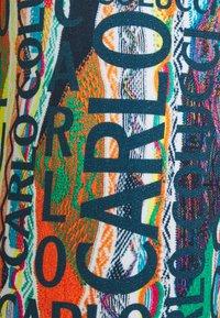 Carlo Colucci - Shorts - white/multi coloured - 2