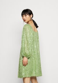 Vero Moda Petite - VMFLIRTLY SHORT DRESS PETIT - Jurk - forest shade - 2
