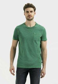camel active - MIT BRUSTTASCHE AUS ORGANIC COTTON - Basic T-shirt - jungle green - 0