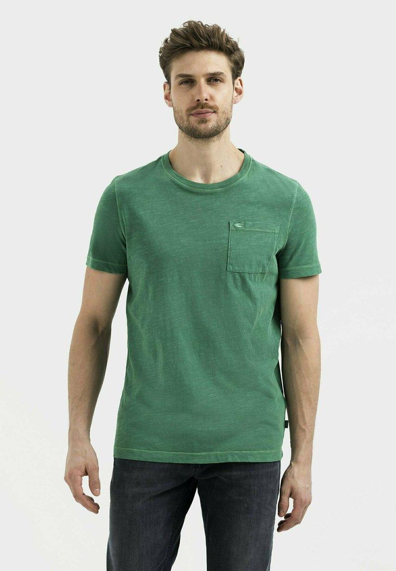 camel active - MIT BRUSTTASCHE AUS ORGANIC COTTON - Basic T-shirt - jungle green