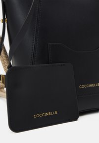 Coccinelle - EVASION - Across body bag - noir - 3