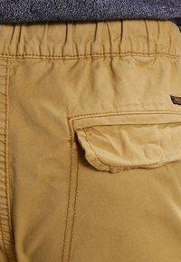 INDICODE JEANS - LEVI - Pantalones cargo - amber - 4
