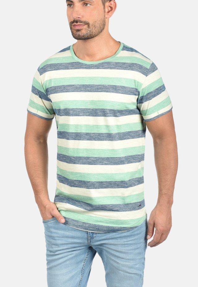 RUNDHALSSHIRT THICCO - T-shirt print - green/white