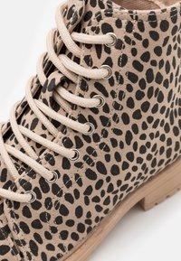 Cotton On - LACE UP ROXIE BOOT - Šněrovací kotníkové boty - beige - 5