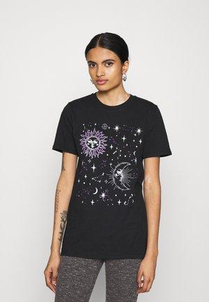 COSTELLO SUN AND MOON GRAPHIC TEE - Print T-shirt - black