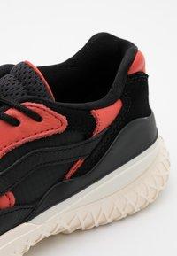 Vans - CITY  - Sneakers - black - 5