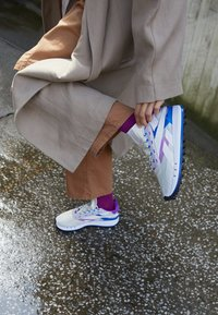 Reebok Classic - LEGACY 83 - Sneakersy niskie - chalk/dynamic blue/white - 4