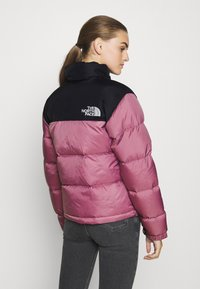 The North Face - W 1996 RETRO NUPTSE JACKET - Dunjakke - mesa rose - 4