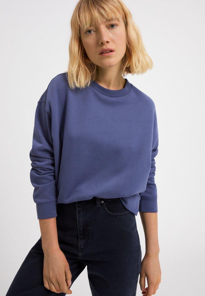 ARMEDANGELS - AARIN - Sweatshirt - foggy blue
