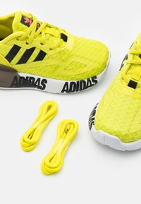 adidas Originals - ZX 2K UNISEX - Trainers - core black/footwear white - 5